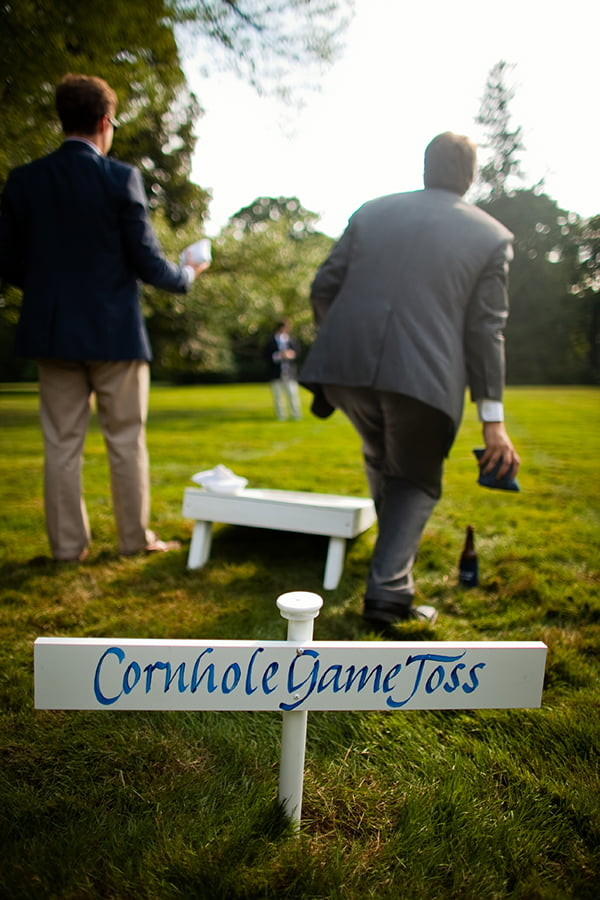 weddings-sarah-game-toss