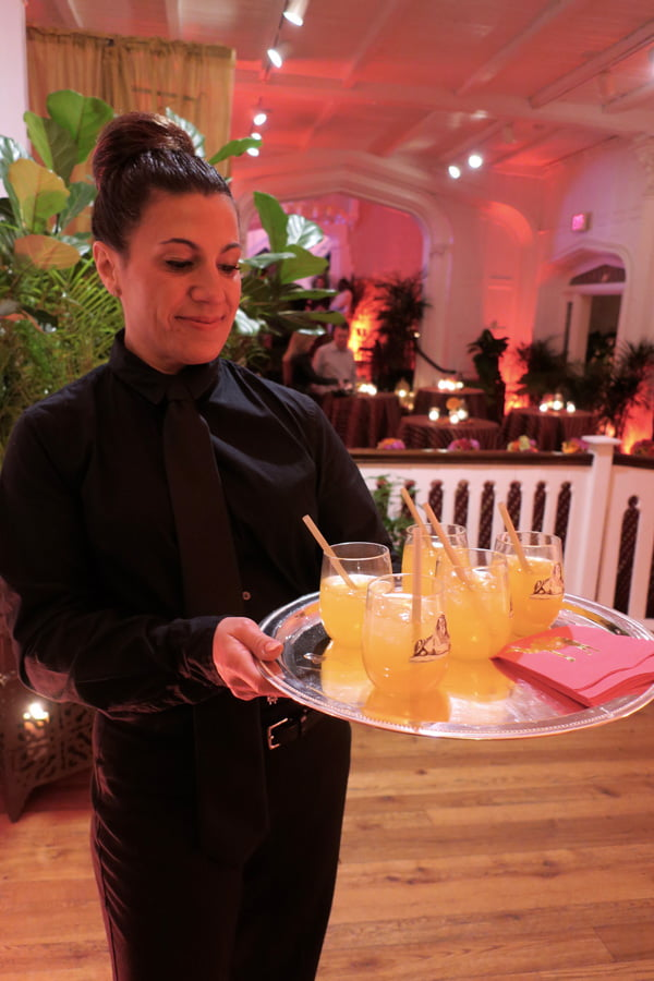 cocktail-party-serving