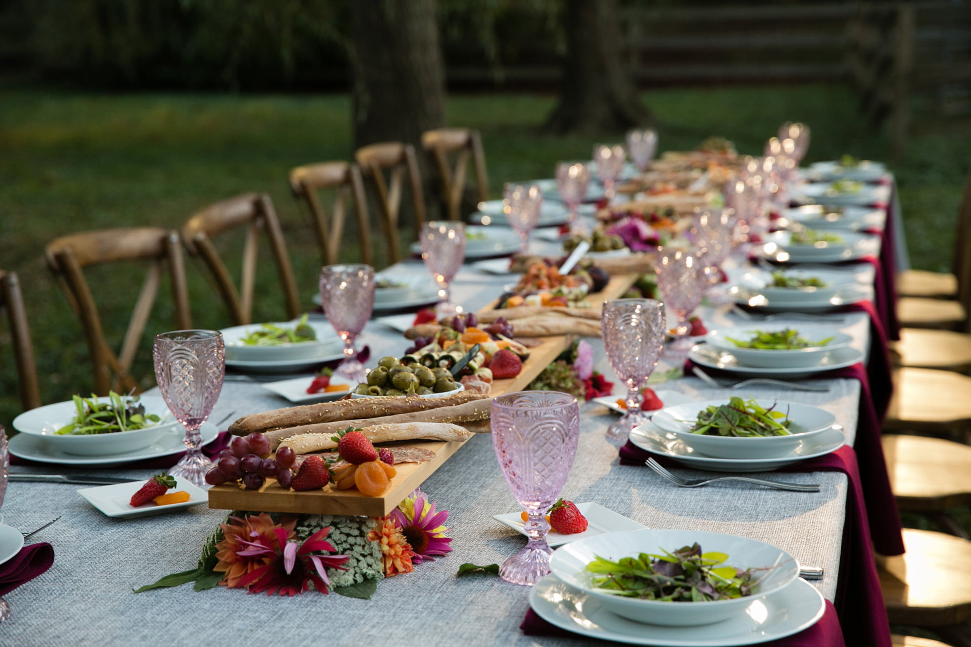 farm-dinner-table-with-food