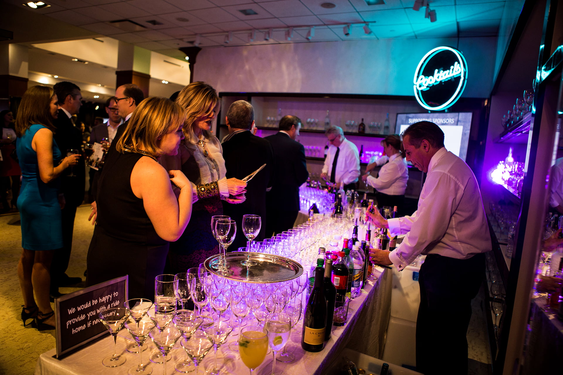 fundraisers-guests-with-drinks