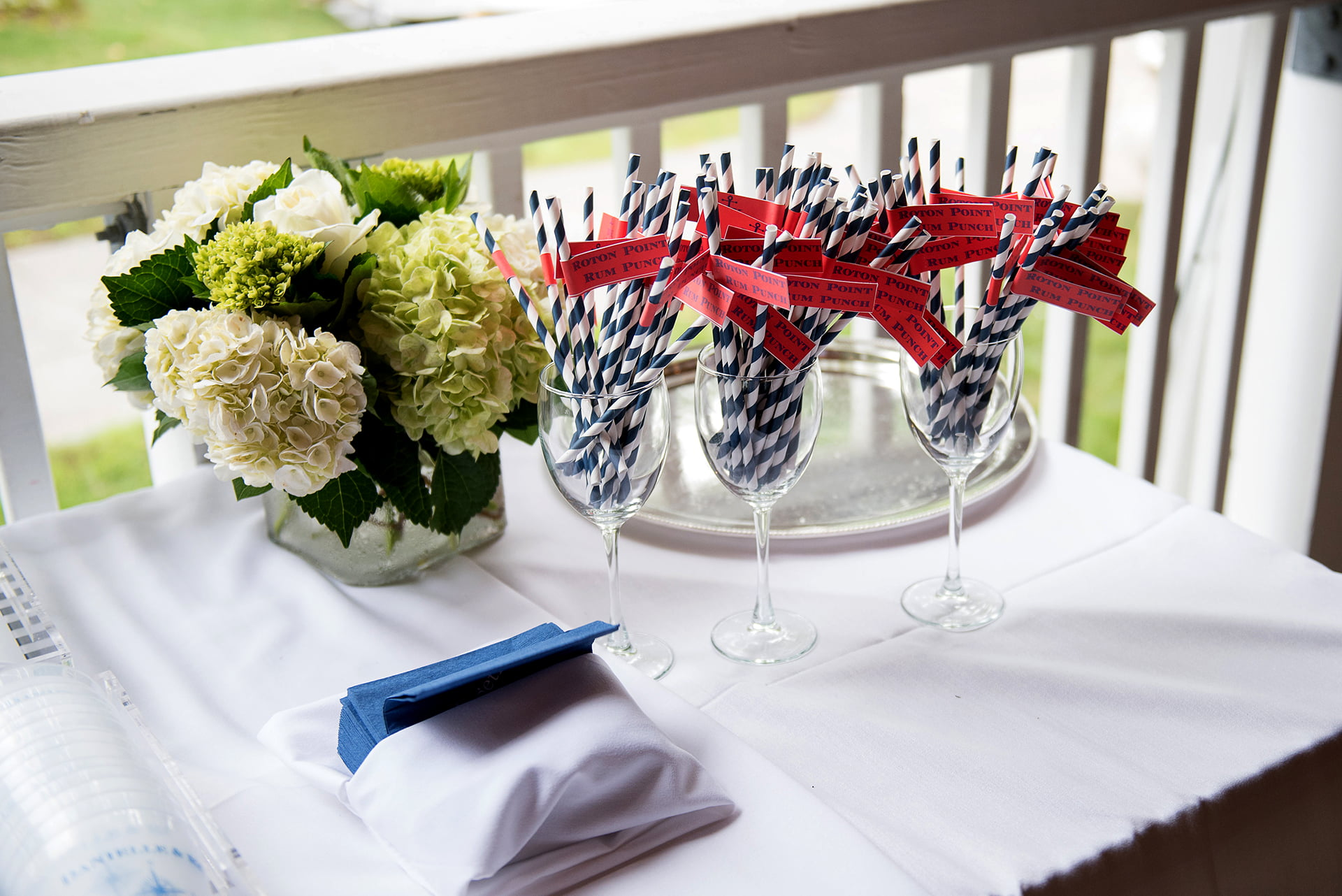 weddings-danielle-flowers-and-sign